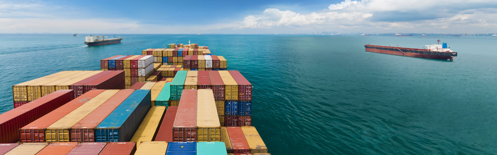 Multicolor containers, ships and ocean