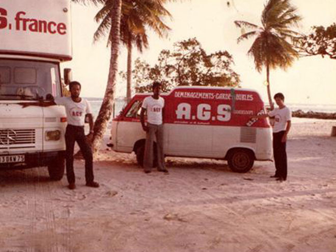Truck and staff of AGS Movers Guadeloupe / Camion et employés d'AGS Déménagement Guadeloupe