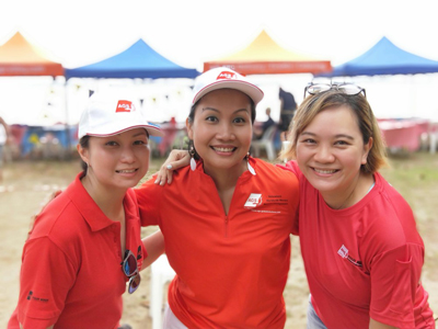 AGS Singapore staff at Pétanque tournament.